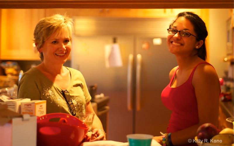 viki and caitlin in julie s kitchen