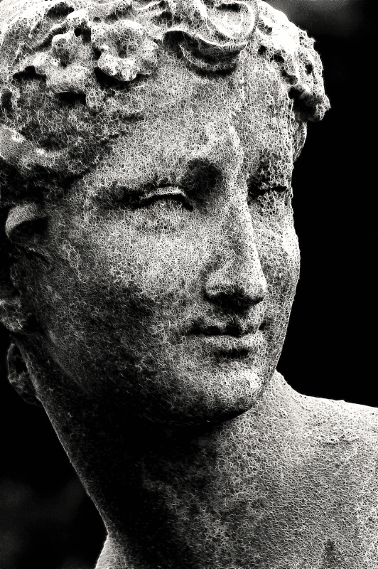 B&W Fractalius Statue