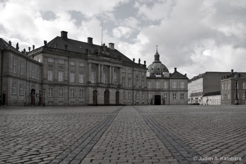 Amalienborg Palace (desaturated)