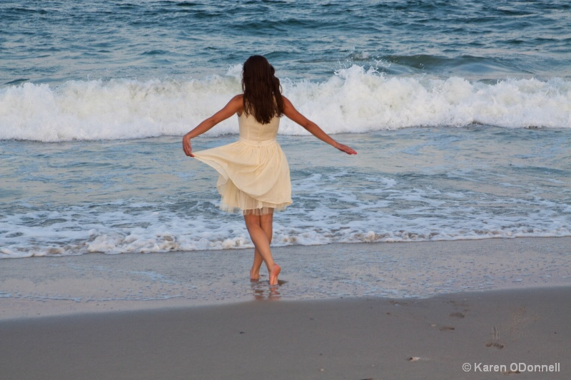 Curtsy to the ocean!