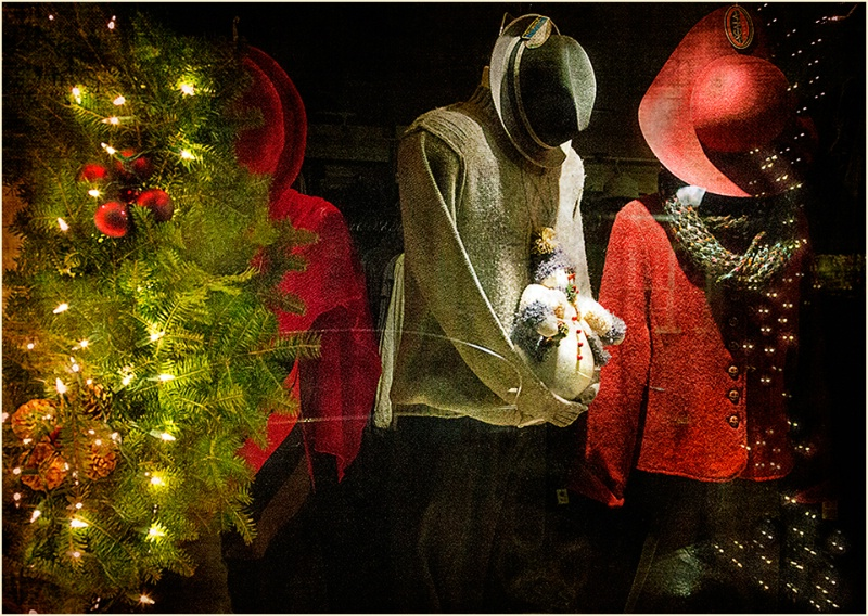 Holiday window shopping in Kennebunkport