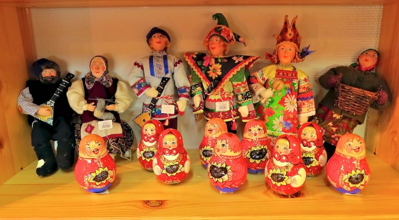 Matryoshka dolls and other dolls