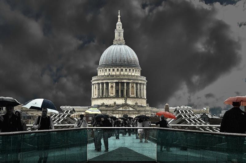 Saint Paul and Millenium Bridge in the storm