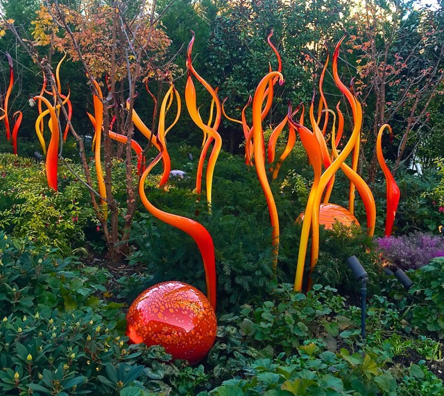 """""""Sprouting"""" Flamingo-like Chihuly Glass"""