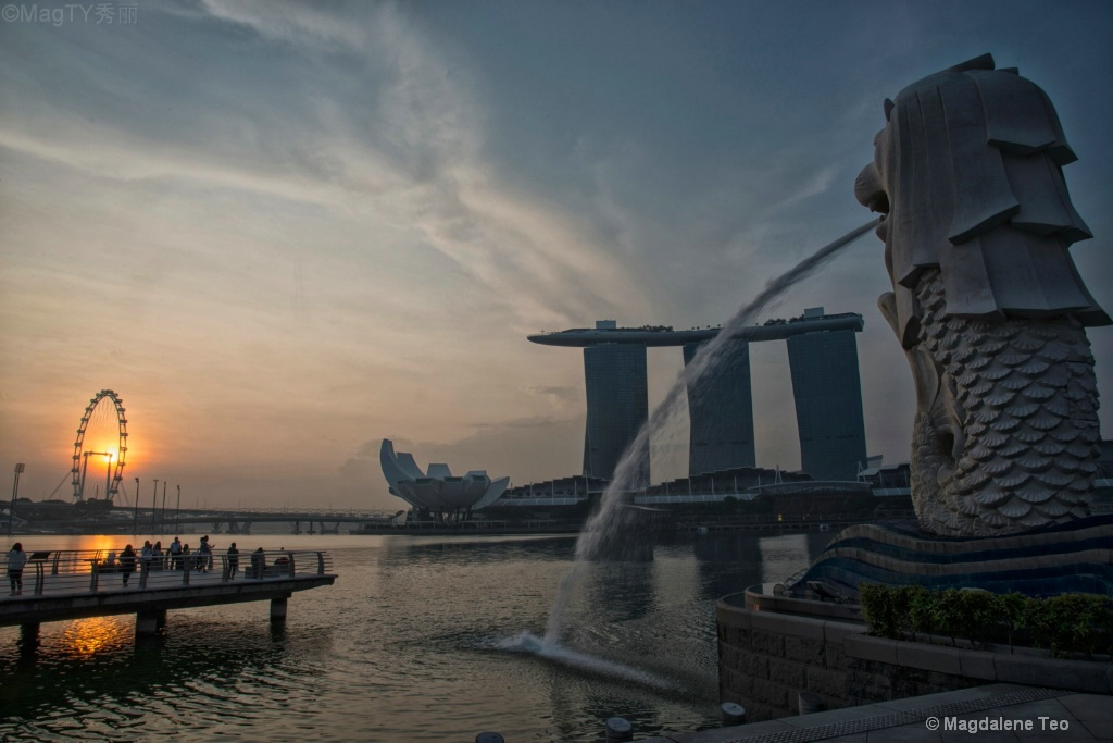 Sunrise at Singapore Merlion