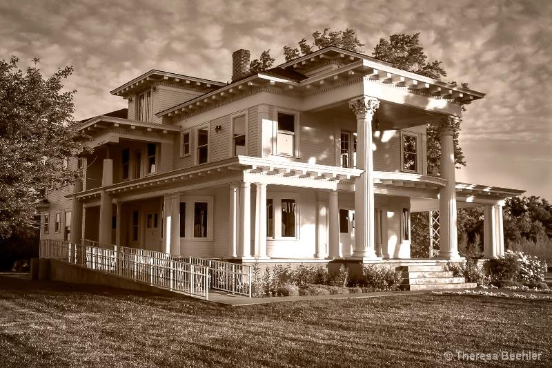 Sepia Mansion