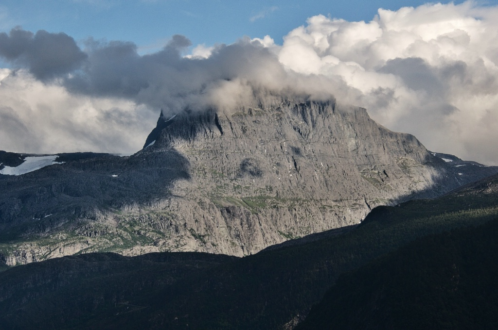 Clouds topping the Mountain
