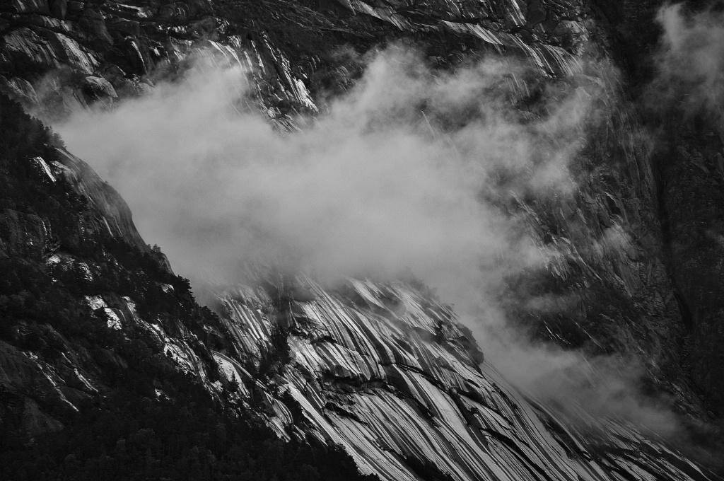 Mist and Rocks