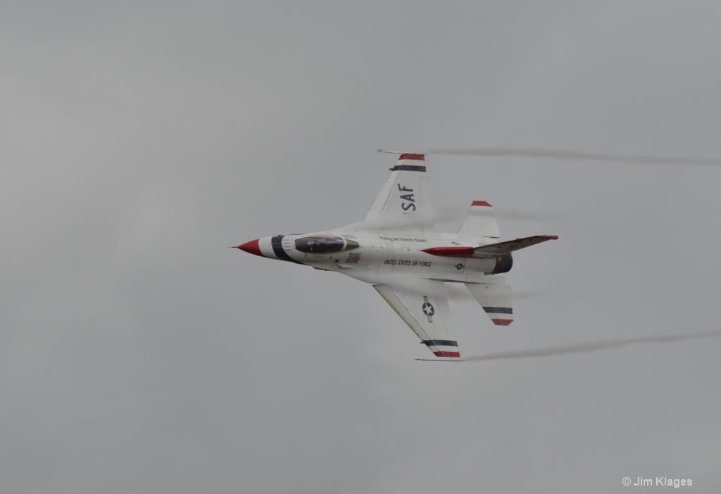 Thunderbirds F-16 Solo Pass