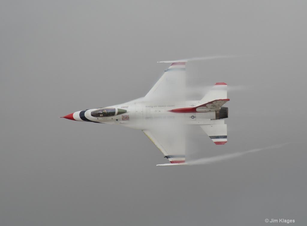 F-16 Air Moisture/Airflow Effect