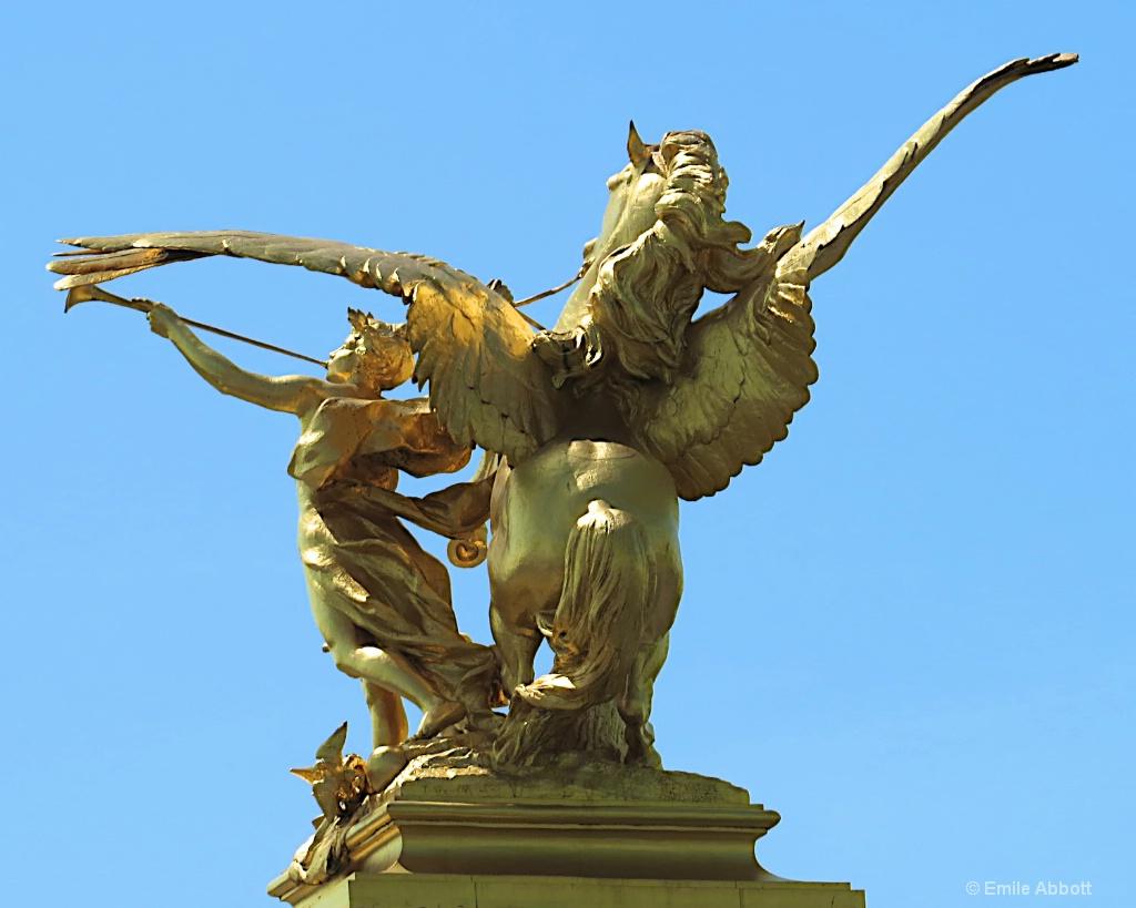 Bridge Stature in Paris
