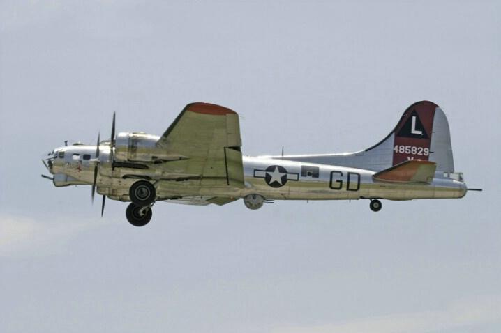 Boeing B 17G (2) - ID: 410641 © James E. Nelson