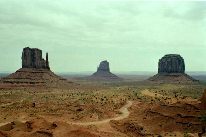 Monument Valley 1 - ID: 572282 © Patrick L. McAvoy