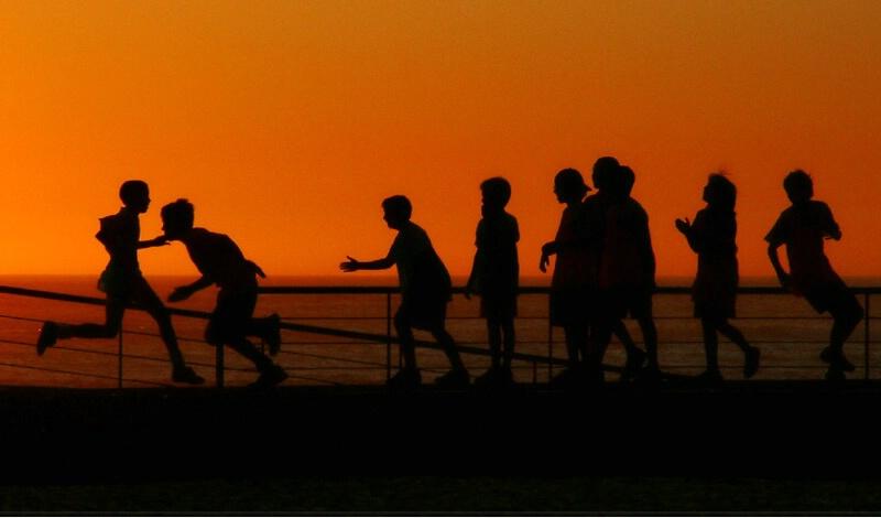Brincadeiras ao pôr do sol
