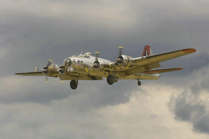 Boeing B-17G (1)-Akron Airshow - ID: 1001844 © James E. Nelson