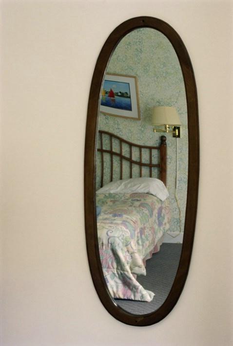 Motel Mirror - ID: 1429780 © Nora Odendahl