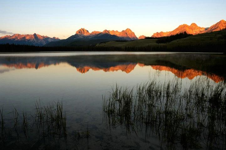 Sawtooth Mountains - ID: 1658402 © William G. Dunlalp