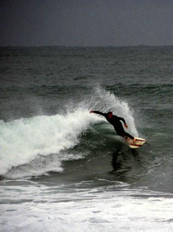Mooloolooba Surfer - ID: 2386492 © al armiger