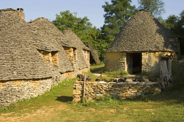 Cabanes du breuil (Dry Stone Shepherds Huts) - ID: 3585681 © Larry J. Citra