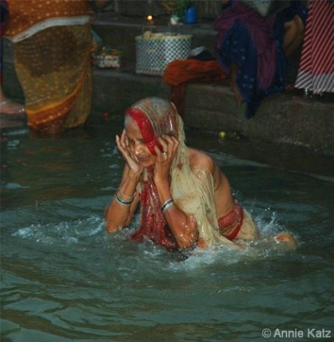 Ganges Lady - ID: 4390027 © Annie Katz