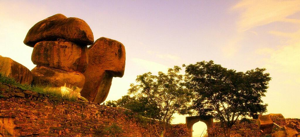 Monu-Stones