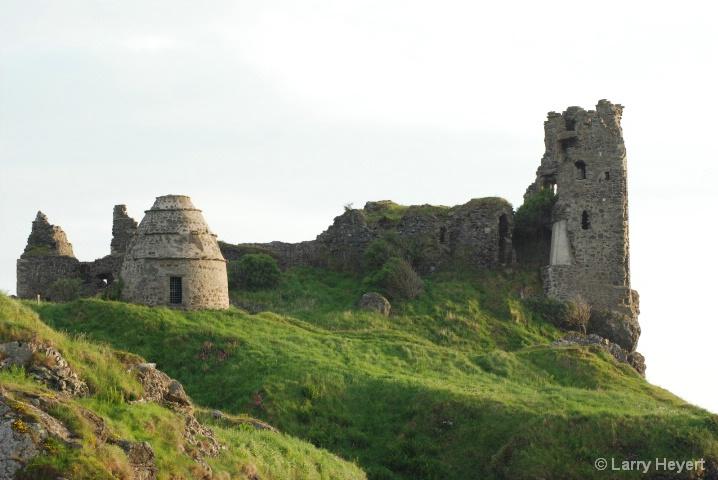 Scotland- Castle ruins in Danure - ID: 6378639 © Larry Heyert