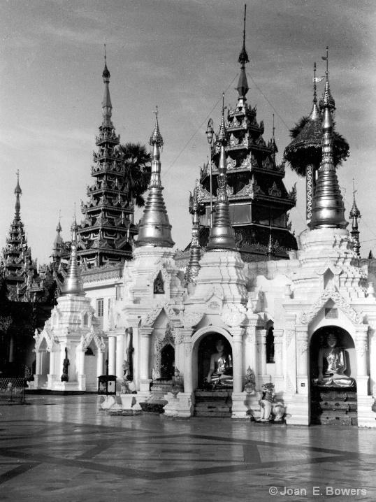 Shwedagon Playa, Yangon - ID: 6637255 © Joan E. Bowers