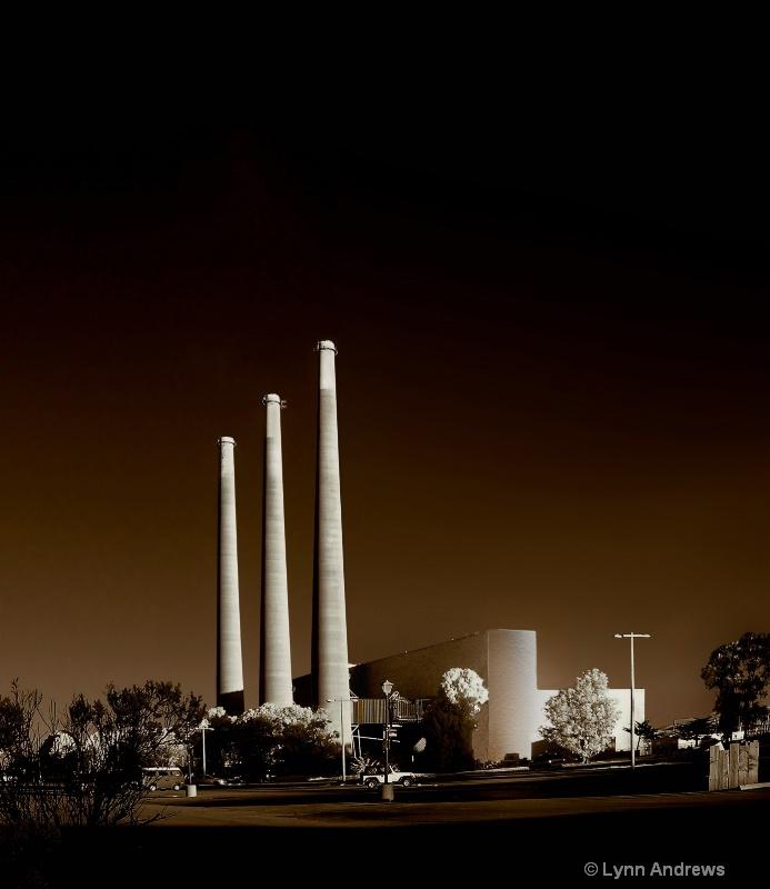 Power in Infrared - ID: 7495441 © Lynn Andrews