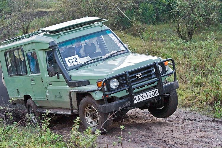 Zacks Landcruiser getting stuck - Talak River Cros - ID: 8135596 © Larry J. Citra
