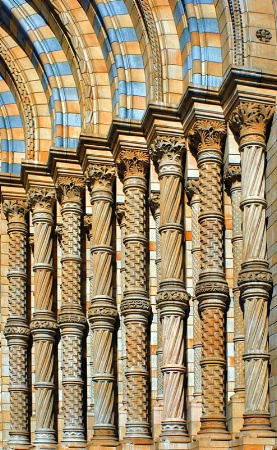 Pillars with curves