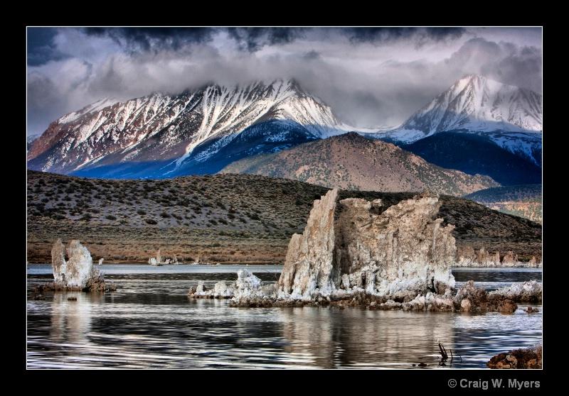 Tufa and Sierra Nevada - ID: 8524198 © Craig W. Myers