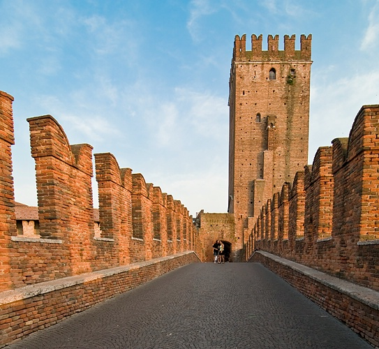 Leading lines (Castle Downtown Verona, Italy)