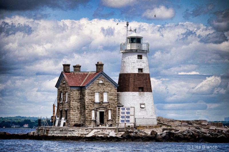 Execution Rocks Lighthouse - ID: 8701228 © Lisa Bianco