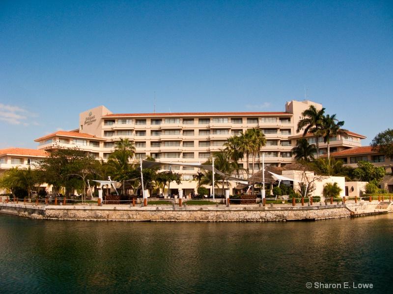 Dreams Puerto Aventuras - ID: 9052449 © Sharon E. Lowe