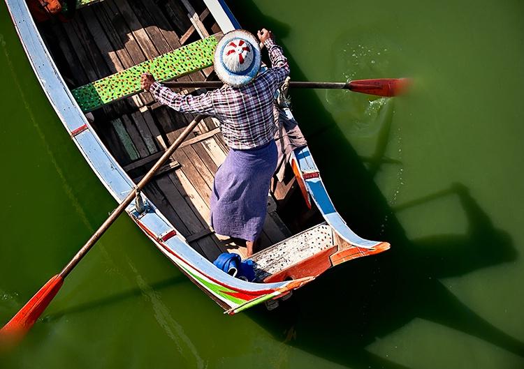 The Oarsman, Myanmar (Burma) - ID: 9751310 © Jeff Lovinger