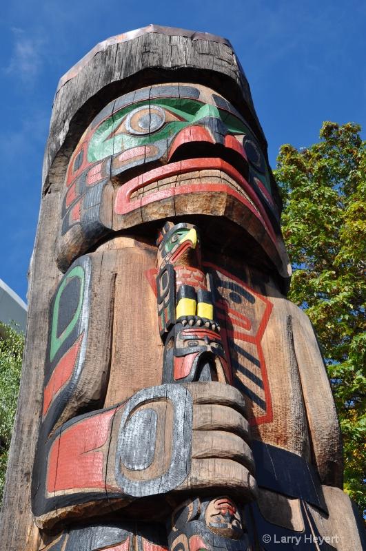Totem Pole- Duncan, Vancouver Island, BC, Canada - ID: 10791589 © Larry Heyert