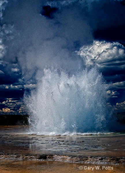Eruption of Great Fountain Geyser - ID: 10878776 © Gary W. Potts