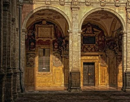 Bologna Courtyard 2