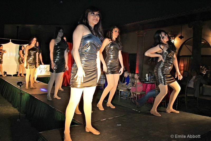 Dance Company - ID: 11682007 © Emile Abbott