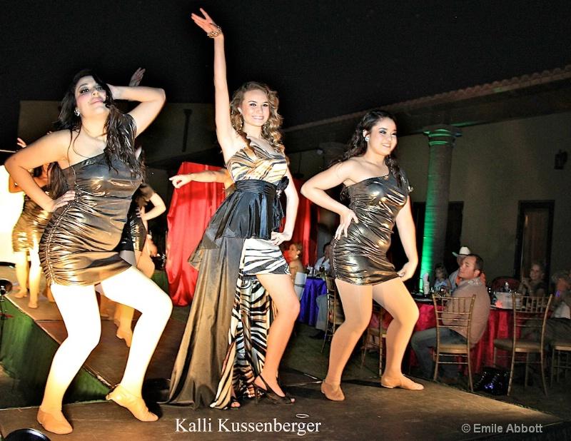 Kalli and the Dance Company - ID: 11682009 © Emile Abbott
