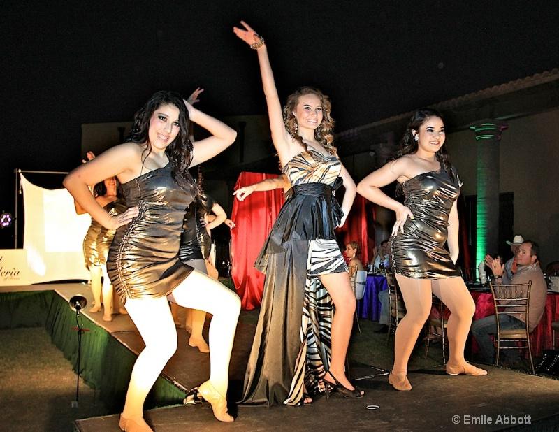 Kalli and the Dance Company - ID: 11682010 © Emile Abbott