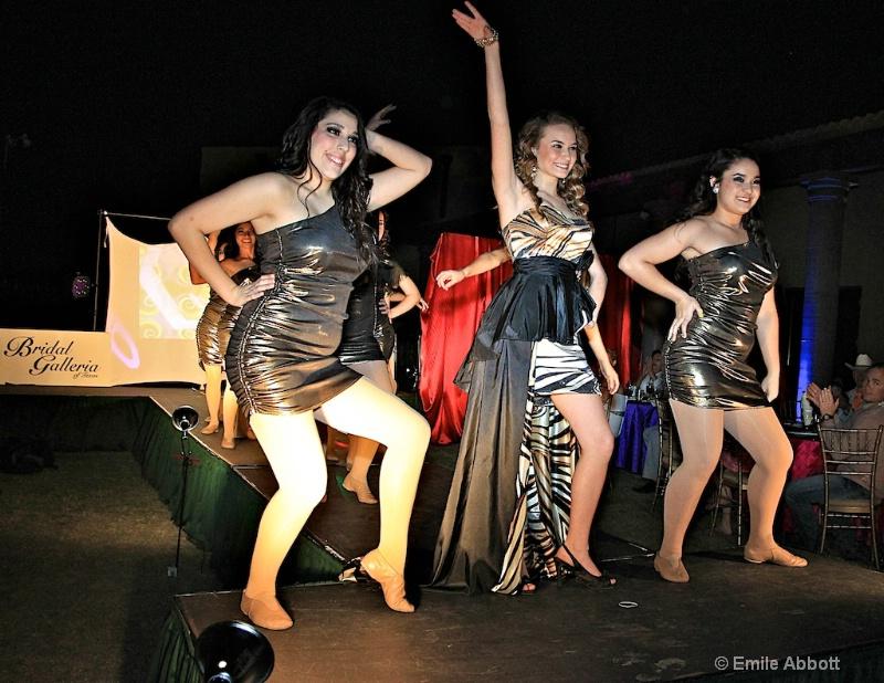 Kalli and the Dance Company - ID: 11682011 © Emile Abbott