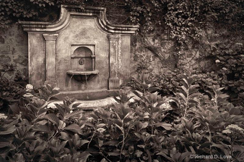 Fountain in Antigua, Guatemala