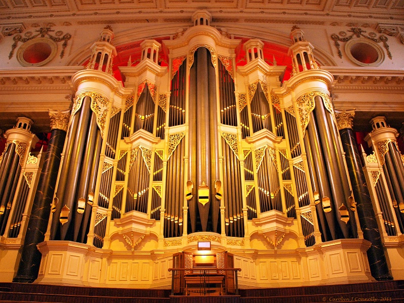 * Sydney Town Hall *<p>
