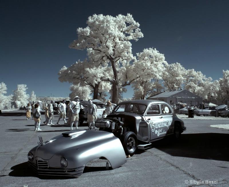 Car Show in IR - ID: 13057450 © Sibylle Basel
