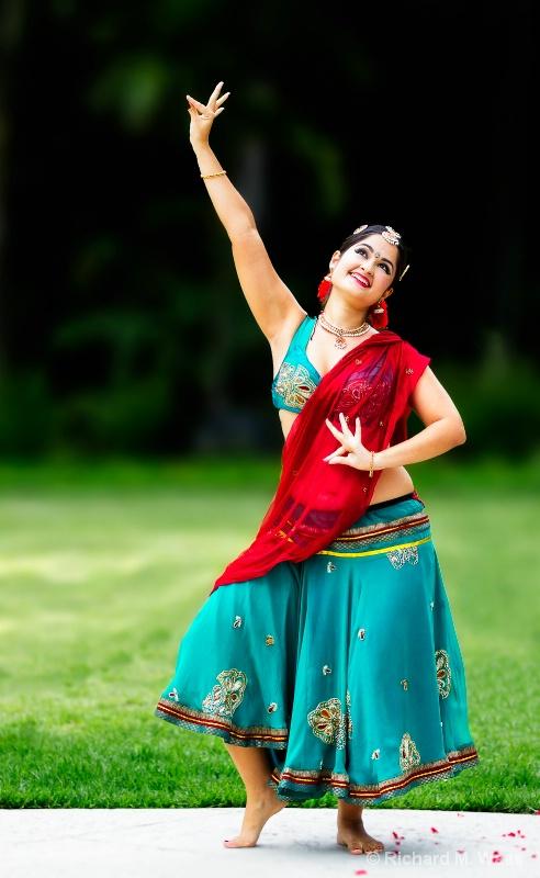 Fertility Dance - ID: 13073831 © Richard M. Waas