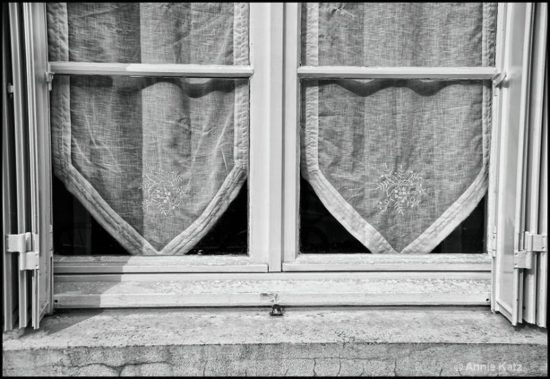 french window 2-b w - ID: 13175846 © Annie Katz