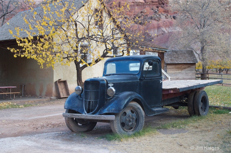Old Ford flatbed truck and Gifford Farmhouse - ID: 13541589 © Jim Klages
