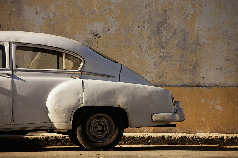 Car and Yellow Wall, Havana - ID: 13713374 © Susan Gendron