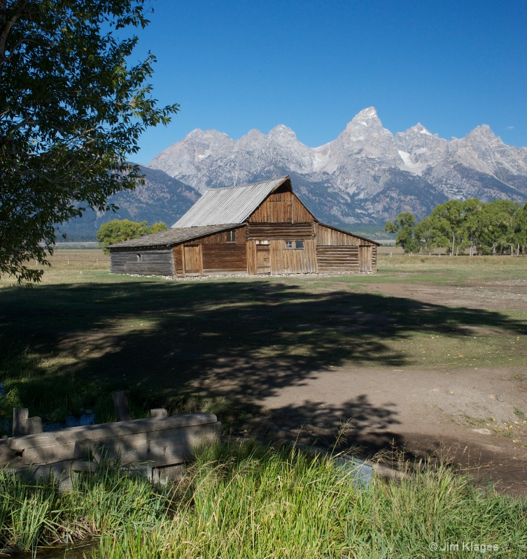 Barn Along Mormon Row - ID: 14191508 © Jim Klages